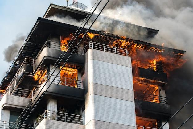 Edifício em chamas