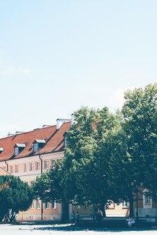 Edifício histórico na cidade velha no verão