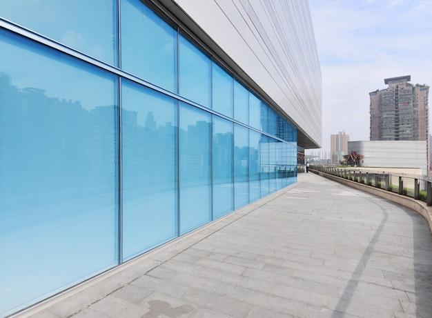 Edifício moderno, feito de cristal