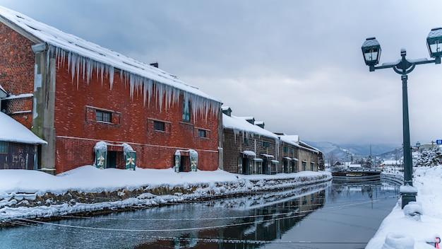 Edifício tradicional com vista para o canal de otaru
