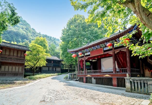 Edifício tradicional de madeira de estilo chinês