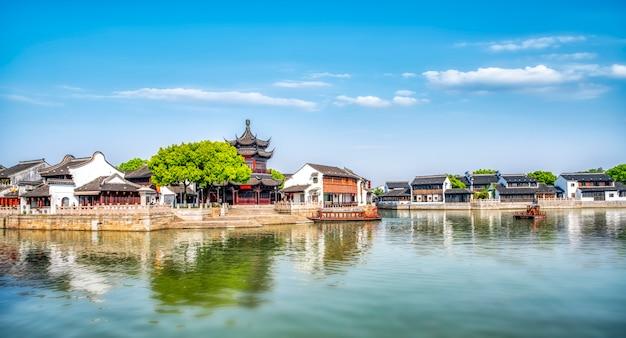 Edifícios antigos e casas na rua shantang, suzhou
