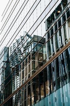 Edifícios arranha-céus na cidade