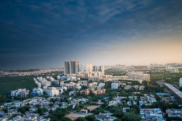 Edifícios da cidade de hyderabad e skyline na índia