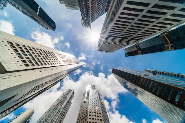 Edifícios de torre arranha-céu no distrito comercial, cidade de cingapura