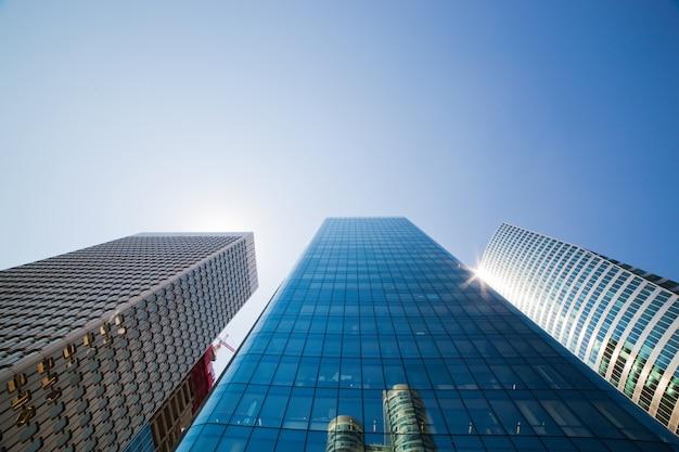 Edifícios de vidro gigantes