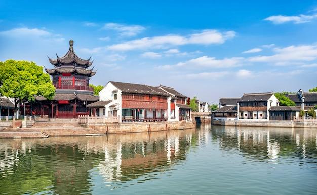 Edifícios e casas antigas na rua shantang, suzhou