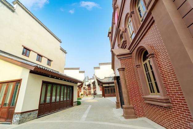 Edifícios e hutongs com características locais, ilha de hainan, china.