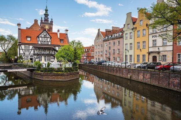 Edifícios históricos em gdansk velho