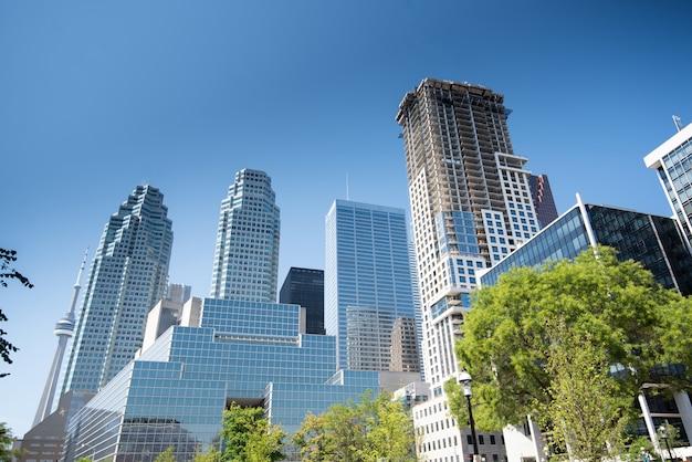 Edifícios modernos e skyline em toronto, canadá