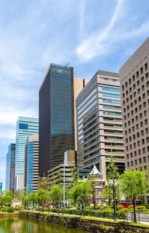 Edifícios no centro de marunouchi em tóquio - japão