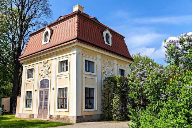 Edifícios no parque do castelo moritzburg alemanha