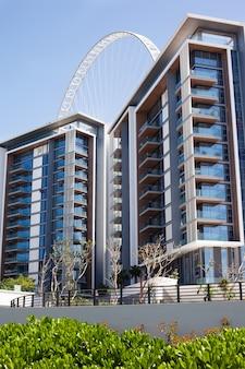 Edifícios residenciais e de escritórios na ilha da água azul, dubai