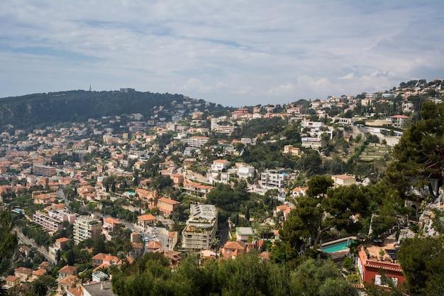 Edifícios residenciais na colina em monte carlo, mônaco.