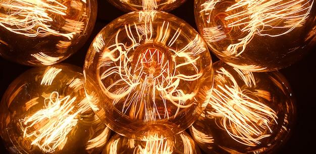 Edison lamps retro de vidro em um fundo escuro, close-up. designer light and lighting in interiores. foco seletivo. bandeira