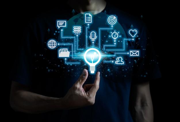 Educação online e-learning conceito tecnologia de internet e cursos de redes sociais.