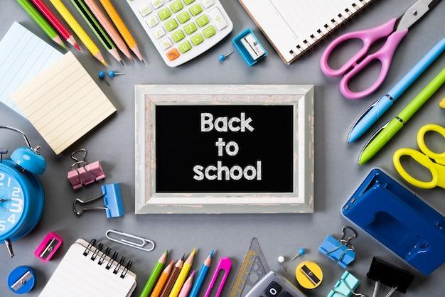 Educação ou de volta à escola em fundo cinza