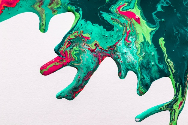 Efeito acrílico abstrato de splash colorido sobre fundo branco