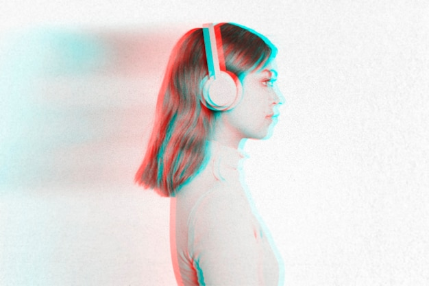 Efeito anáglifo em mulher com fones de ouvido