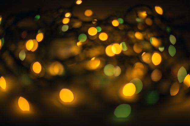 Efeito de luzes bokeh desfocado na cidade à noite
