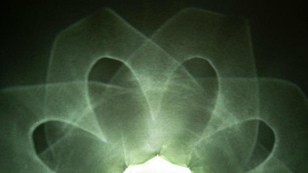Efeito de prisma abstrato de luzes brilhantes verdes