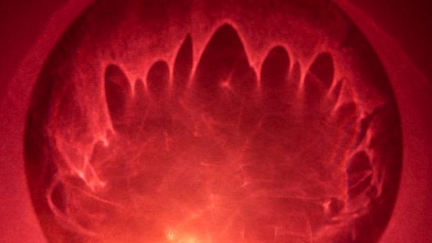 Efeito de prisma gradiente de luzes brilhantes vermelhas