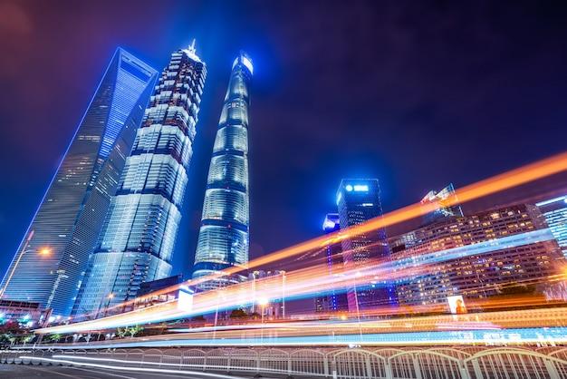 Efeito de velocidade de movimento com a noite da cidade