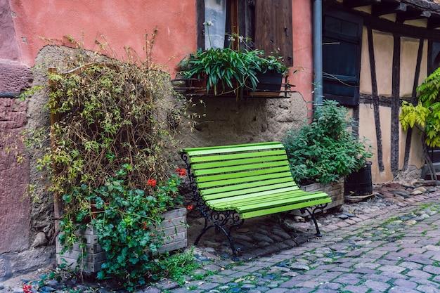 Eguisheim, frança - 7 de dezembro de 2019: vila histórica de eguisheim na frança. patrimônio da unesco.