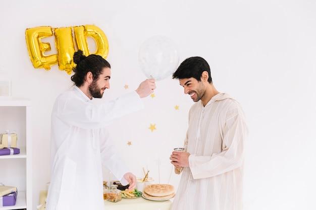 Eid conceito com amigos