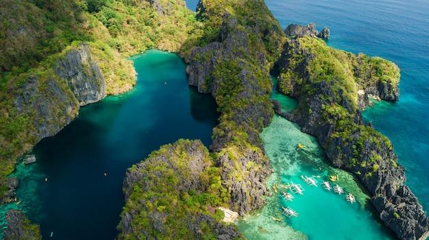 El nido, palawan, filipinas. vista aérea da grande lagoa, pequena lagoa e falésias calcárias