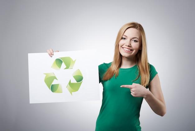 Ela apóia a reciclagem de resíduos