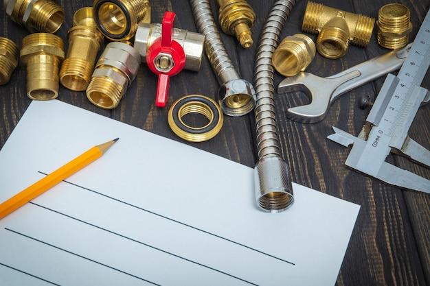 Elaboração de plano de reparo de encanamento com peças sobressalentes e ferramentas