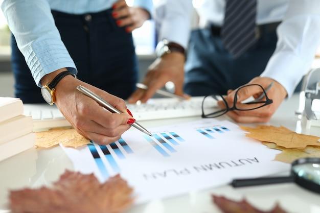 Elaboração e planejamento de plano de negócios closeup