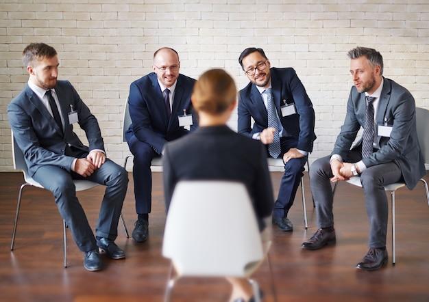 Elegante adulto trabalho trabalho em equipe atenção