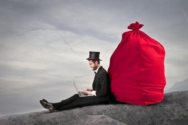 Elegante empresário com um saco de dinheiro