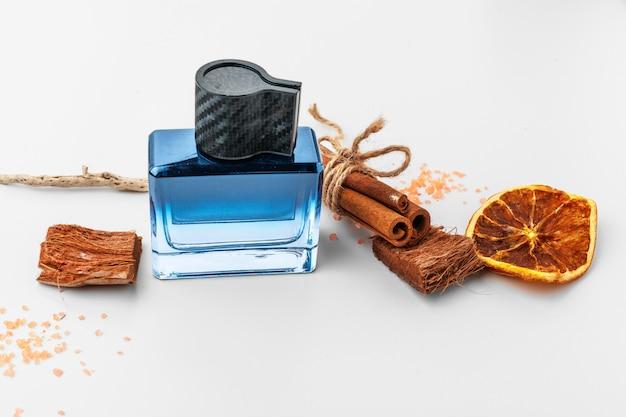 Elegante frasco de perfume francês