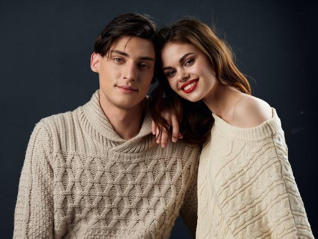 Elegante jovem casal homem e mulher, dois modelos