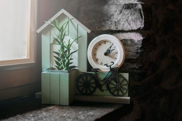 Elemento de decoração turquesa com relógio