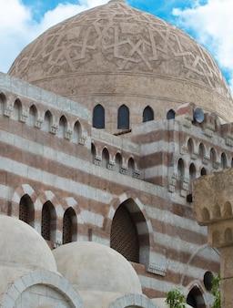 Elementos arquitetônicos da mesquita el mustafa em sharm el sheikh. egito novembro de 2018