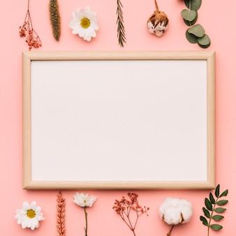 Elementos botânicos com quadro branco