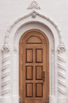 Elementos de decoração arquitetônica de edifícios, estuque de gesso, textura de parede, ornamentos e padrões de gesso
