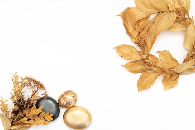 Elementos de design de folha e frutas douradas. elementos de decoração para convite, cartões de casamento, dia dos namorados, cartões comemorativos.