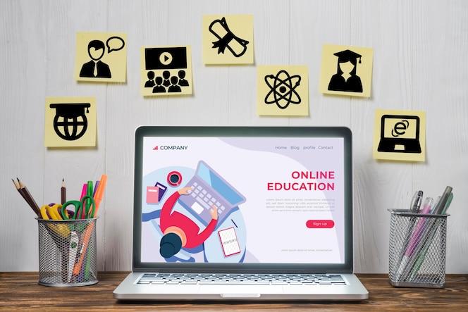 Elementos de e-learning e laptop usado para aulas