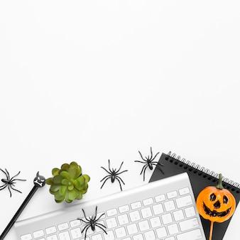 Elementos de halloween de vista superior com espaço de cópia
