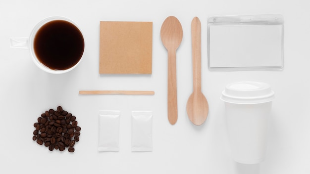 Elementos de marca da cafeteria de vista superior em fundo branco