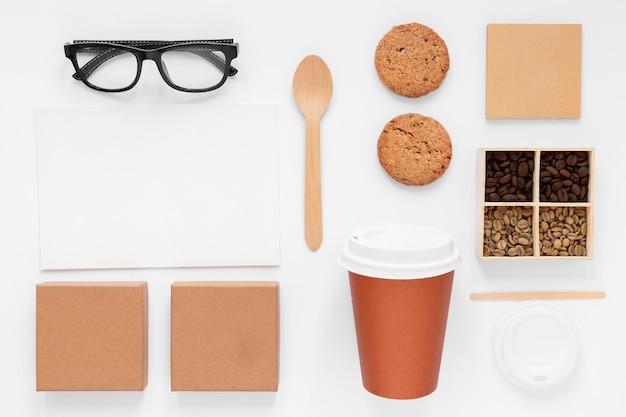 Elementos de marca da cafeteria em fundo branco