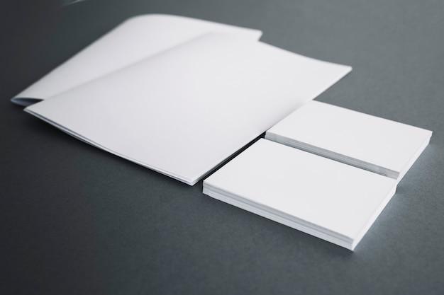 Elementos de papelaria em branco