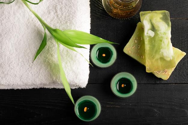 Elementos de spa com toalha