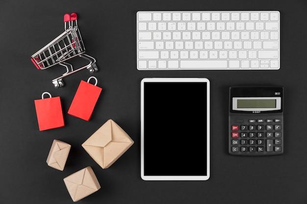 Elementos de venda cibernética segunda-feira de vista superior
