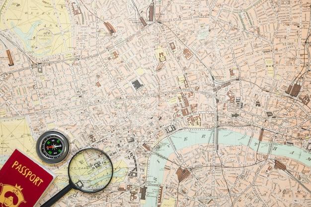 Elementos de viagem no mapa